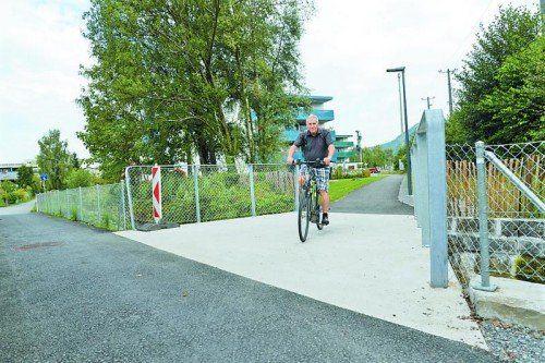 Neue Radwegbrücke über den Müllerbach.  Foto: STD