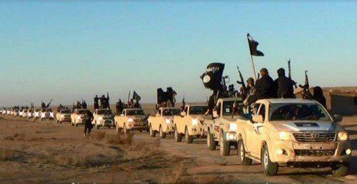 Noch zeigen sich die IS-Milizionäre von den Luftangriffen der US-Armee wenig beeindruckt. Sie rächen sich mit weiteren Geiselnahmen.  AP