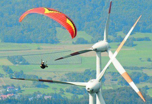 Ob Windräder auch die Landschaft in Vorarlberg zieren sollen, darüber scheiden sich die Geister.  Foto: dpa