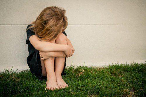 Seelisch angeschlagene Kinder brauchen ein gutes Umfeld für ihre Gesundung.adobe