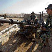 Peschmerga-Kämpfer erhalten militärische Ausrüstung aus Deutschland.