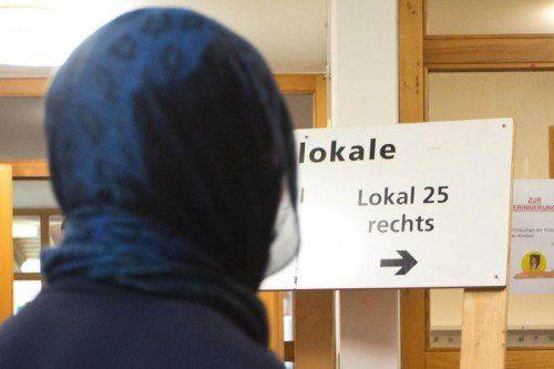Rechts oder links? In welchem Lokal muss die Muslima wählen?