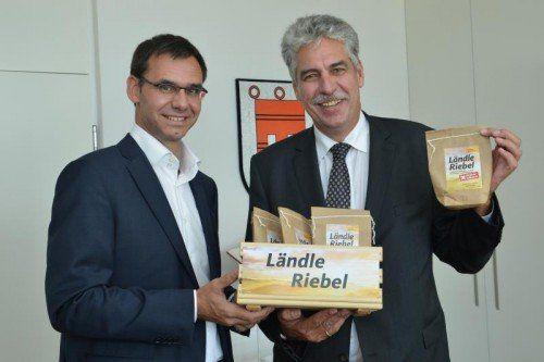 """""""Riebelportion"""" von LH Wallner (l.): Finanzminister Schelling."""