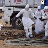 Pfleger streiken für mehr Schutz vor Ebola