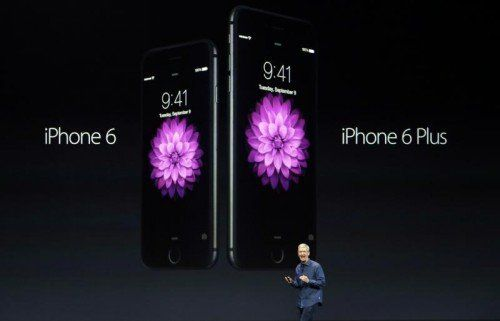 """""""Sie sind größer, sie sind viel größer"""". Die neue iPhone-Modelle mit Display-Diagonalen von 4,7 und 5,5 Zoll. Fotos: AP"""
