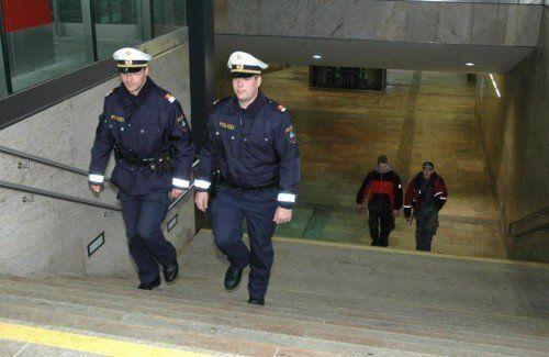 Starke Polizeipräsenz beim Bahnhof Dornbirn.  Foto: VN/Hagen