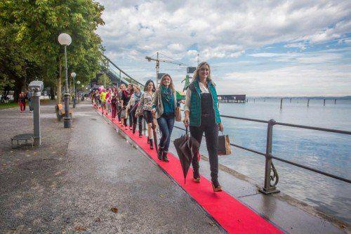 Unter den Catwalk-Teilnehmern waren auch so Promiente wie Eva Zellhofer, ehemalige Missis Austria.  Foto: VN/Steurer.