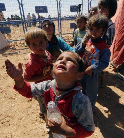 Unter den Hunderttausenden Syrern, die vor dem IS-Terror in die Türkei flüchten, befinden sich zahlreiche Kinder. FOTO: AP