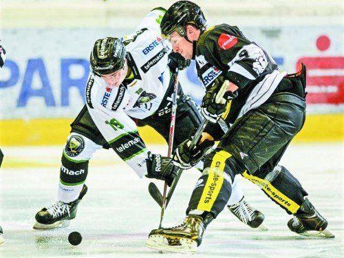 Zwei Spiele, ebensoviele Tore – Jamie Arniel, im Duell mit Rok Leber, ist der produktivste Dornbirn-Akteur. Foto: gepa