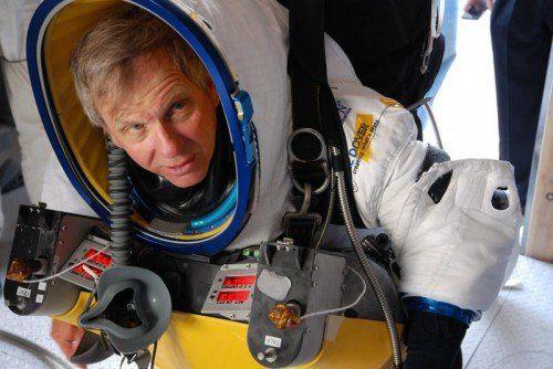 Alan Eustace hat sein Rekord-Abenteuer wie Baumgartner auf einer verlassenen Rollbahn in Roswell (New Mexico) gestartet. Foto: Handout