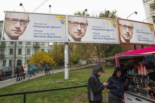 Am 26. Oktober wird in der Ukraine gewählt. Die Bevölkerung fürchtet sich vor dem Winter. FOTO: REUTERS