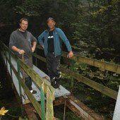 Brücke auf Wanderweg in Lochau saniert