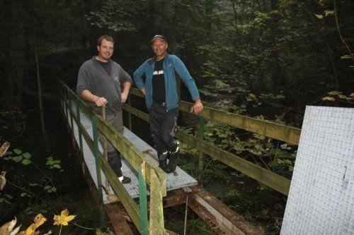 Andreas Fessler und Roland Felder haben die Brücke erneuert.