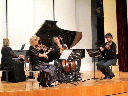 Anna Adamik, Klavier, Karin-Regina Florey, Violine, Imke Frank, Violoncello, und Klaus Christa, Viola. Foto: JU