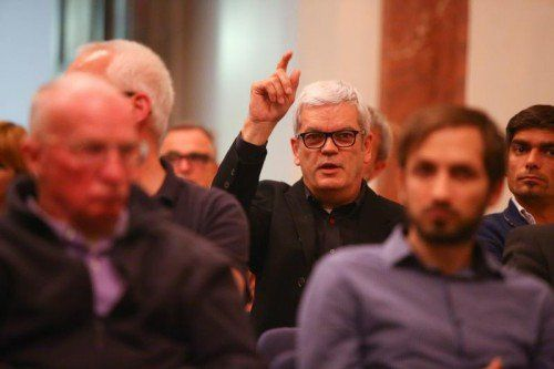 Auch das Publikum diskutierte angeregt mit. Im Bild Unternehmer Roman Zech.