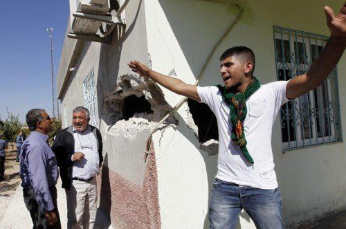 Aus Syrien abgefeuerte Granaten landen in Häusern auf türkischem Territorium. IS-Truppen werden dafür verantwortlich gemacht.  EPA