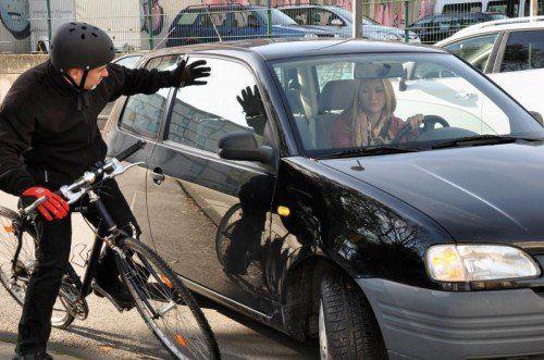 Autofahrer gegen Radfahrer gegen Fußgänger: Die Umgangsformen im Straßenverkehr werden laut einer KFV-Studie immer rauer.