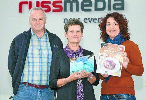 Bei der Gewinnübergabe (v. l.): Leonhard und Mathilde Häusle und Patrizia Gunz (Russmedia).  Foto: VN/Paulitsch