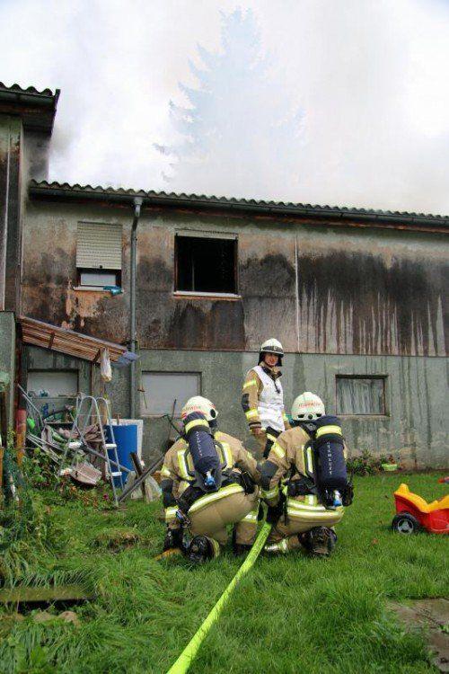 Bezüglich der Ursache des Brandes in Wolfurt am Samstag konnten die Ermittler einen technischen Defekt ausschließen.  Foto: VOL.AT/Pletsch