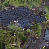 Lava nähert sich Häusern