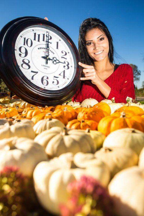 Danijela aus Bregenz freut sich auf den 25-Stunden-Sonntag: So bleibt mehr Zeit für einen ausgedehnten Herbstspaziergang. Foto: VN/Steurer