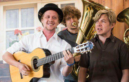 Das harte Musikerleben hat seinen Tribut gefordert: Der holstuonarmusigbigbandclub kann derzeit keine Konzerte spielen.  Foto: VN/Steurer