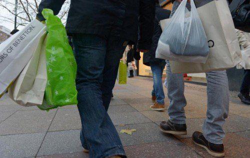 Dass die Reallöhne sinken und damit auch die Kaufkraft, schade der Wirtschaft und fördere soziale Missstände, so Diettrich. FOTO: DPA