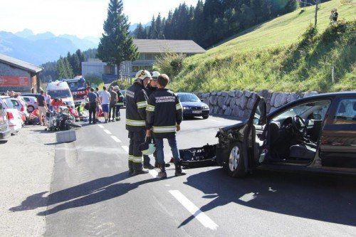 Den Vorrang missachtet hat laut Polizei die Lenkerin dieses Pkw. Die Beifahrerin des Bikers wurde beim Unfall verletzt.  VOL.AT/Schwendinger