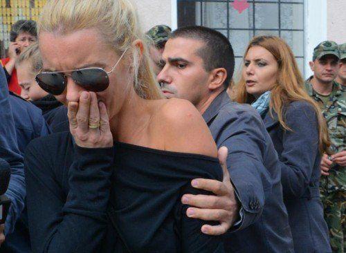 Die Angehörigen werden psychologisch betreut. Für heute wurde in ganz Bulgarien ein Trauertag ausgerufen.  Foto: AP
