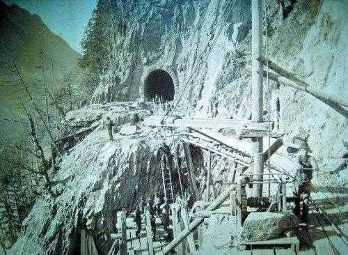 Die Arbeiten an der Arlbergbahn waren äußerst hart und sehr gefährlich.