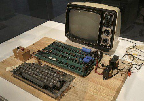 Die ersten Apple-Computer bestanden nur aus der Hauptplatine.