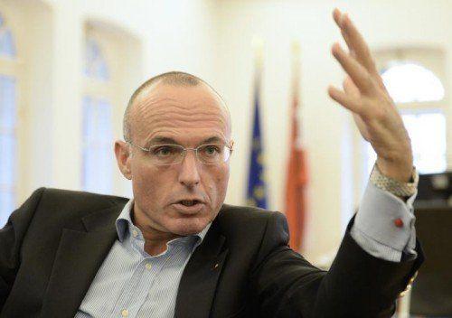 Die Frage der Hubschrauberversorgung für den Westen wird geprüft, so Verteidigungsminister Klug.  FOTO: APA