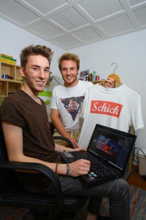 """Die Jungdesigner Raphael (l.) und Christoph Stolz haben ihr eigenes Modelabel """"Idony"""" gegründet. Foto: VN/Hofmeister"""