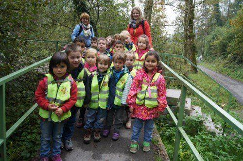Die Kinder genossen die Abwechslung im Wald.  FOTO: EH