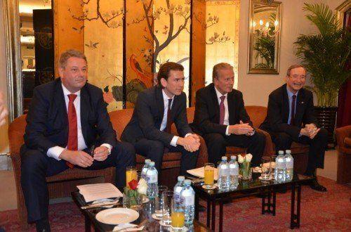 Die Minister Andrä Rupprechter, Sebastian Kurz und Reinhold Mitterlehmer mit WKÖ-Präsident Christoph Leitl; kl. Bild: die Doppelmayr-Bahn.
