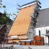 Neue Schindeln für Brandner Kirchendach