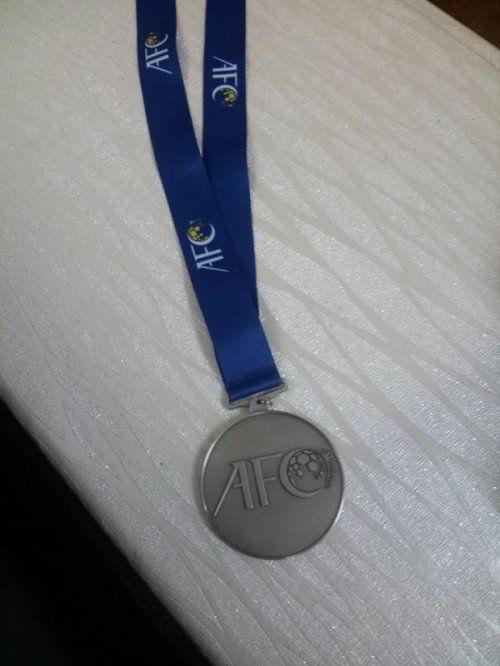 """Die """"Verlierer""""-Medaille erhält einen Ehrenplatz. Fotos: Privat"""
