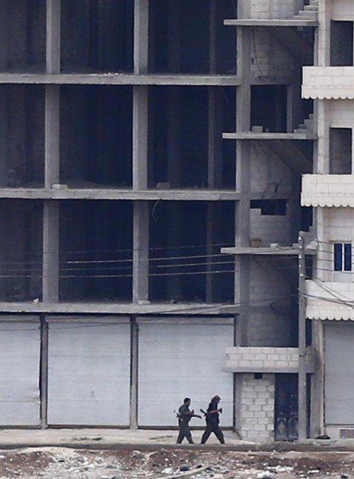 Die Verteidiger von Kobane erhielten Waffen aus der Luft. REUTERS