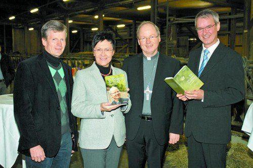 Direktor Markus Schwärzler (l.), Gerda Schaffelhofer (Styria), Bischof und Autor Benno Elbs und Gottfried Kompatscher.  Fotos: Franc