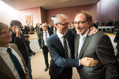 Emotionale Geste: Harald Walser (l.) gratuliert Johannes Rauch.