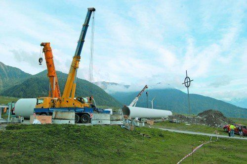 Ende der Windkraft am Reschen: Am 3. Oktober 2012 wurden auf der Maiser Haide im Vinschgau zwei Windräder abgebaut. Foto: der Vinschger/Laner