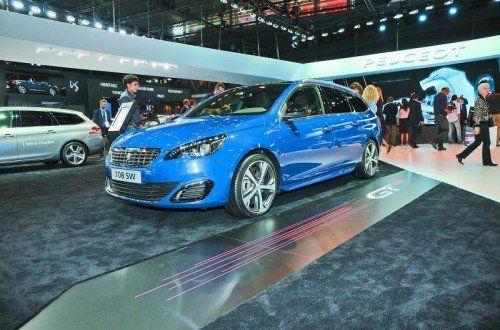 Golf-GTI-Jäger Peugeot zeigt in Paris einen neuen Gegner für den VW Golf GTI. Der 308 GT (den es auch als Kombi geben wird) leistet als Benziner 205 PS. Bei der Dieselversion sind es 180 PS. Daneben gibt der Hersteller einen Ausblick auf zukünftige Technologien. Geht es nach den Franzosen, soll eine Druckluft-Technologie helfen, Sprit zu sparen. Der 208 Hybrid Air 2L soll mit rund zwei Litern pro 100 Kilometer auskommen.
