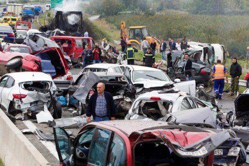 In den Unfall waren 35 Fahrzeuge verwickelt, darunter ein Lkw.  EPA