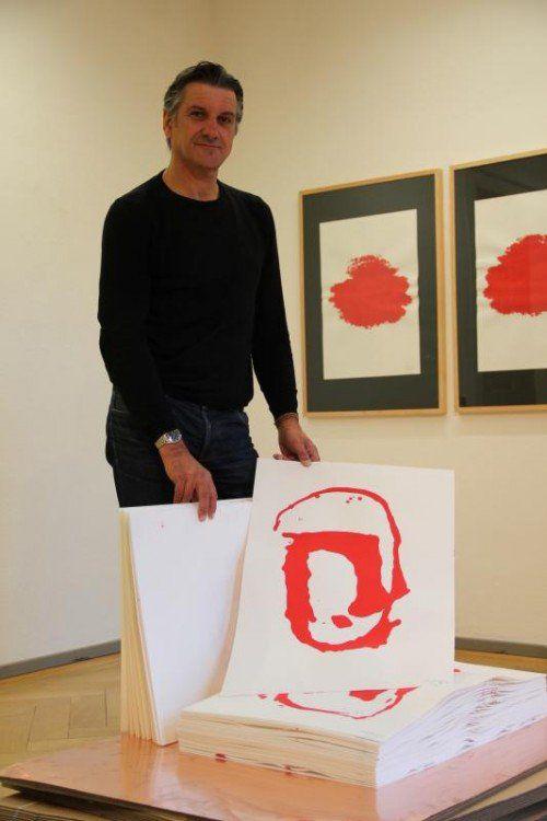 In der Ausstellung von Arno Egger gibt es zwar auch einiges zum Anschauen, aber noch mehr zum Nachdenken.  Foto: AG