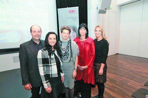 Ingo Metzler, Karin Furtner (Frau in der Wirtschaft), Referentinnen Birgit Gebhardt und Silvia Dirnberger-Puchner und Evelyn Dorn.  Fotos: ame