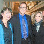Integrations-Landesrat Christian Bernhard mit Judith Bechtold (l.) und Ingrid Rüscher.