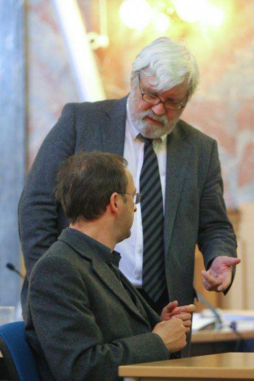 Jürgen H. mit seinem Anwalt Klaus Grubhofer. Der ist für den Hauptangeklagten mehr als nur ein Anwalt. Foto: VN/Hofmeister