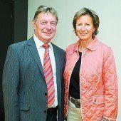 Krebshilfe-Präsident Gebhard Mathis mit Landtags-Präsidentin Gabriele Nussbaumer. Fotos: sie