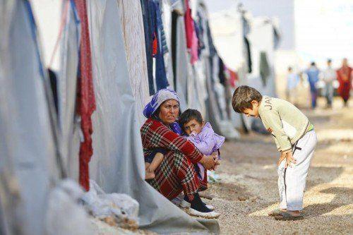 Kurdische Flüchtlinge in Kobane: Durch die anhaltenden Krisen suchen auch immer mehr Menschen Schutz in Österreich. FOTO: Reuters