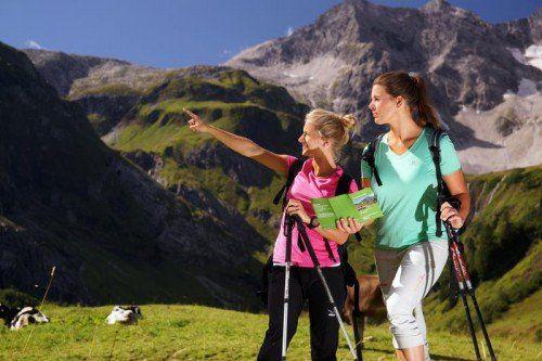 Liane und Julia haben den herrlichen Herbst genutzt und einen Wanderurlaub in Vorarlberg gemacht.  Foto: Berchtold